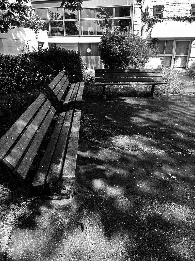 2021-05-02 - Dimanche - 122/365 - Le désespoir est assis sur un banc - (Serge Reggiani)
