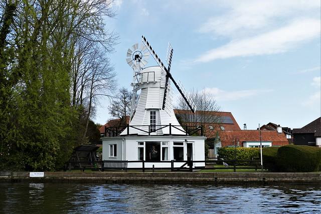 The Windmill - Traditional Norfolk Broads waterside property. Lumix DMC FZ1000. P1290413.
