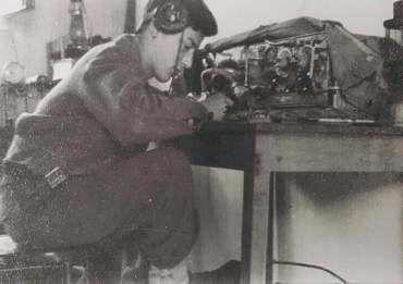 Radio-Wireless-no-19-harel-brig-5btn-1948-kly-1