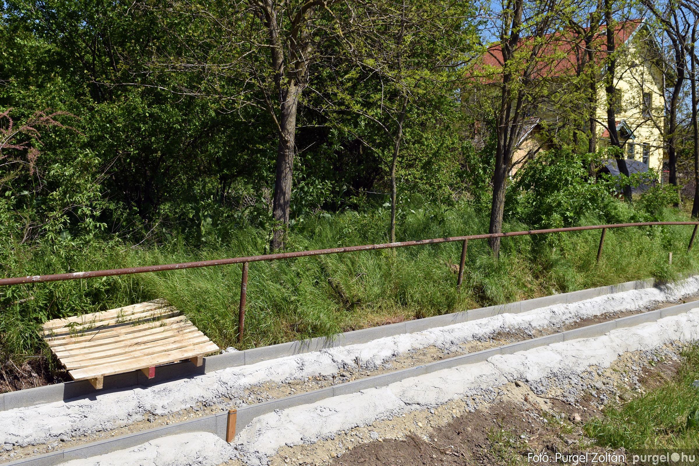 2021.05.04. 006 Vasútállomásra vezető járda felújítása - Fotó:PURGEL ZOLTÁN© DSC_4331q.jpg