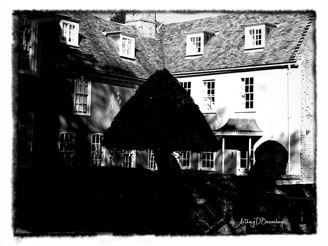 House Behind The Yew 258a-1