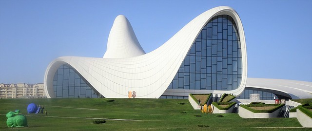 Architectural virtuosity: a building without corners