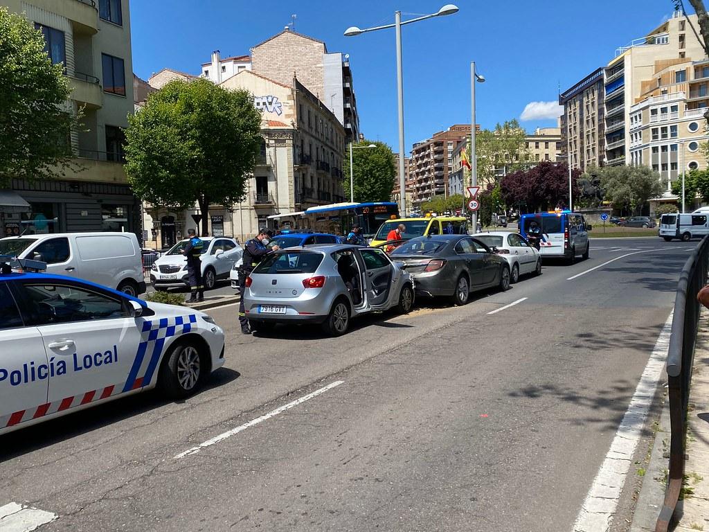 Accidente, choque en cadena avenida de Mirat.  (16)