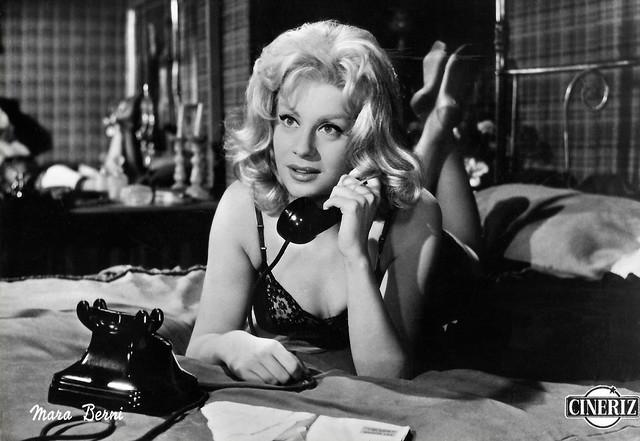 Mara Berni in Il vigile (1960)