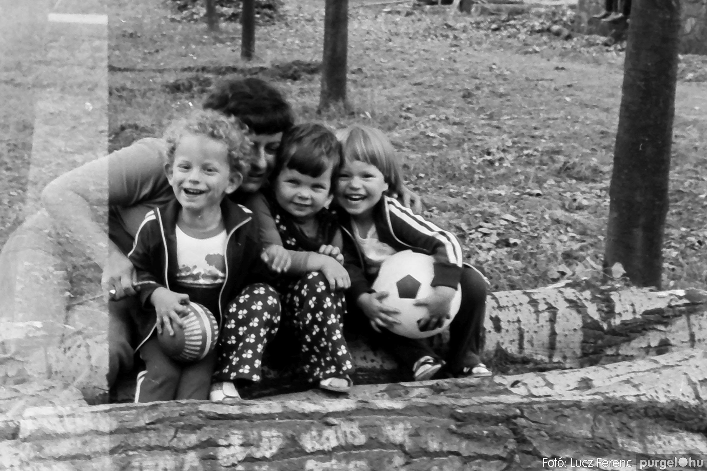 116. 1978. Kötélhúzás a sportpályán 012. - Fotó: Lucz Ferenc.jpg