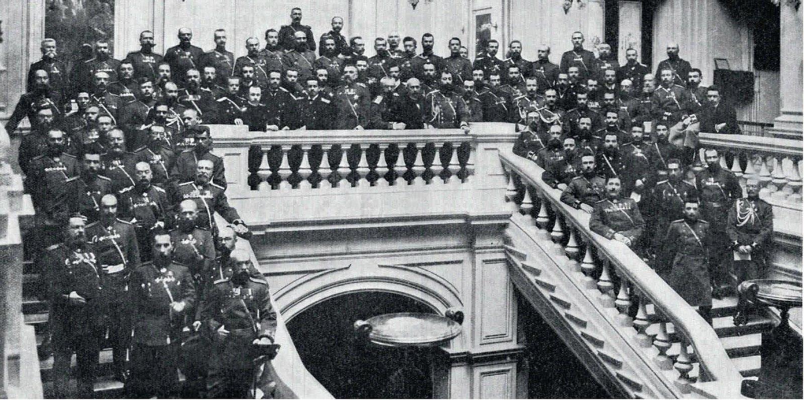 1907. Группа участников обороны Порт-Артура во время процесса над генералом А.М.Стесселем в доме Собрания армии и флота