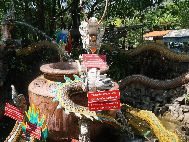 Dragon Temple Bangkok fountain