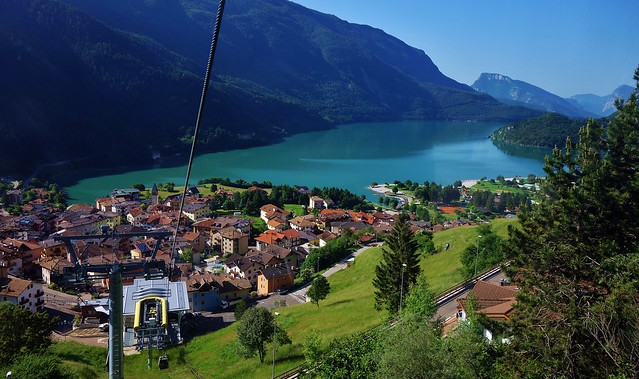 ITALIEN, Italy, Blick von oben auf den Molveno See, 79047/13658