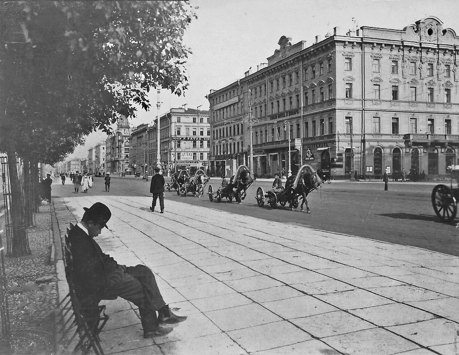 1903. Невский проспект у Гостиного двора