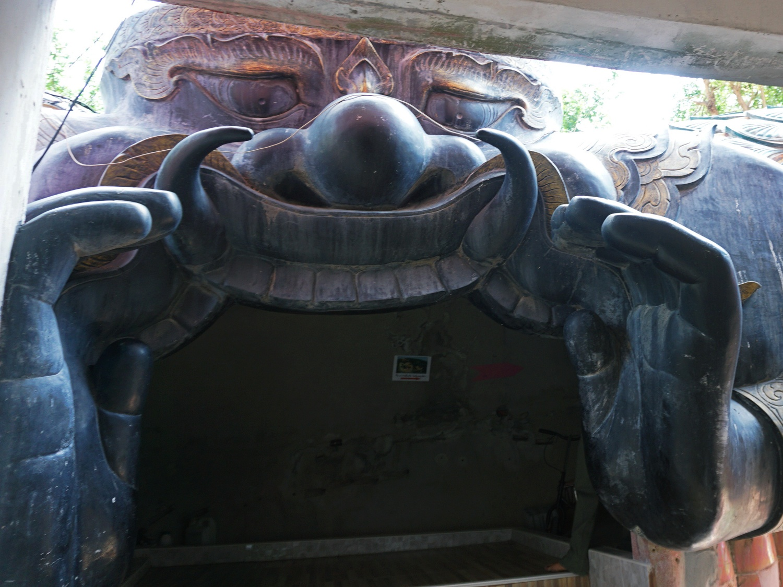 Dragon Temple tunnel entrance Bangkok