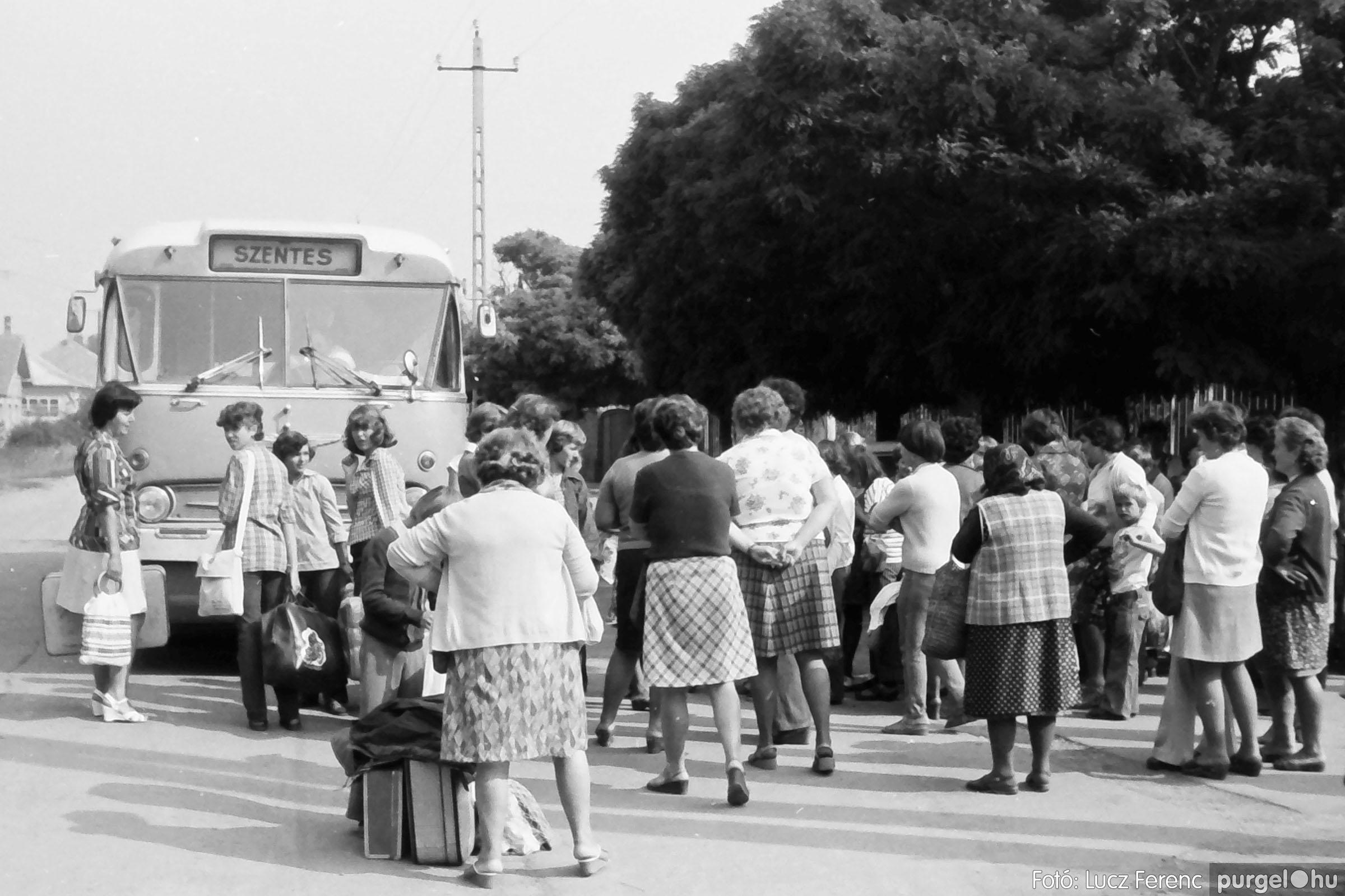 116. 1978. Indulás a nyári táborba 003. - Fotó: Lucz Ferenc.jpg