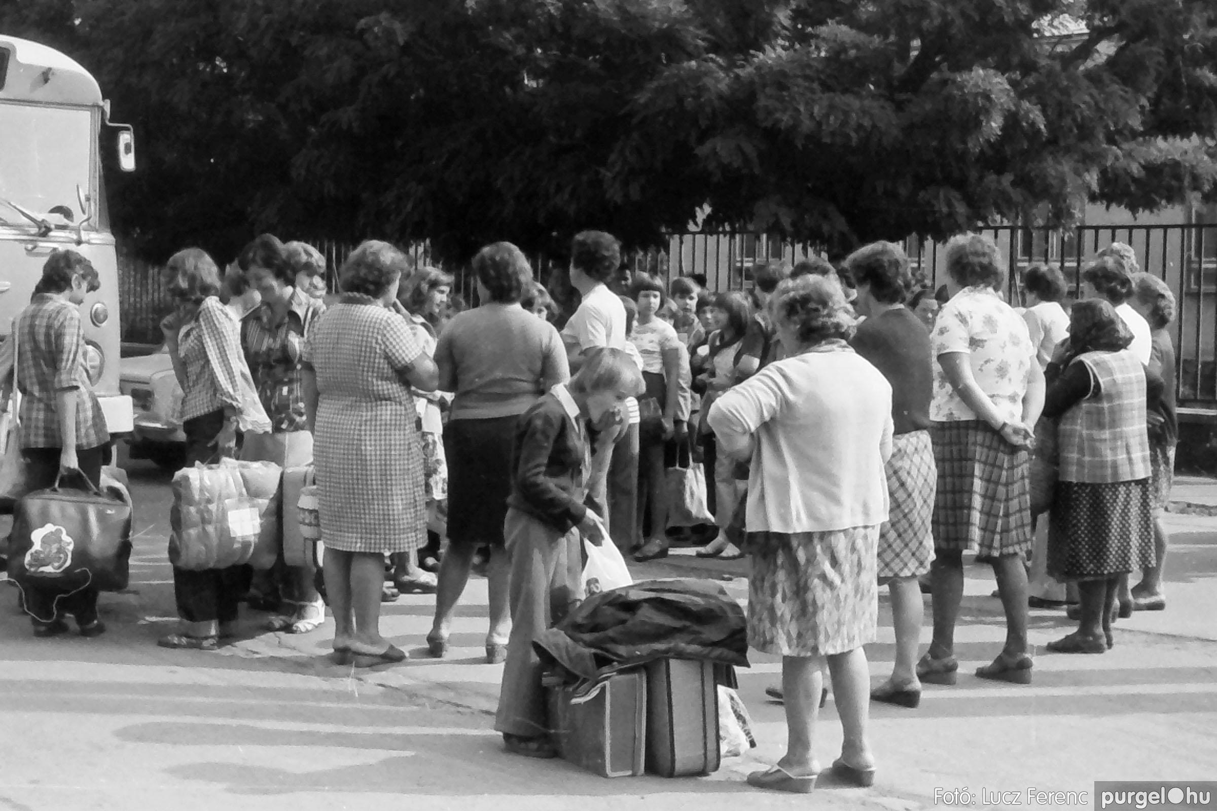 116. 1978. Indulás a nyári táborba 001. - Fotó: Lucz Ferenc.jpg