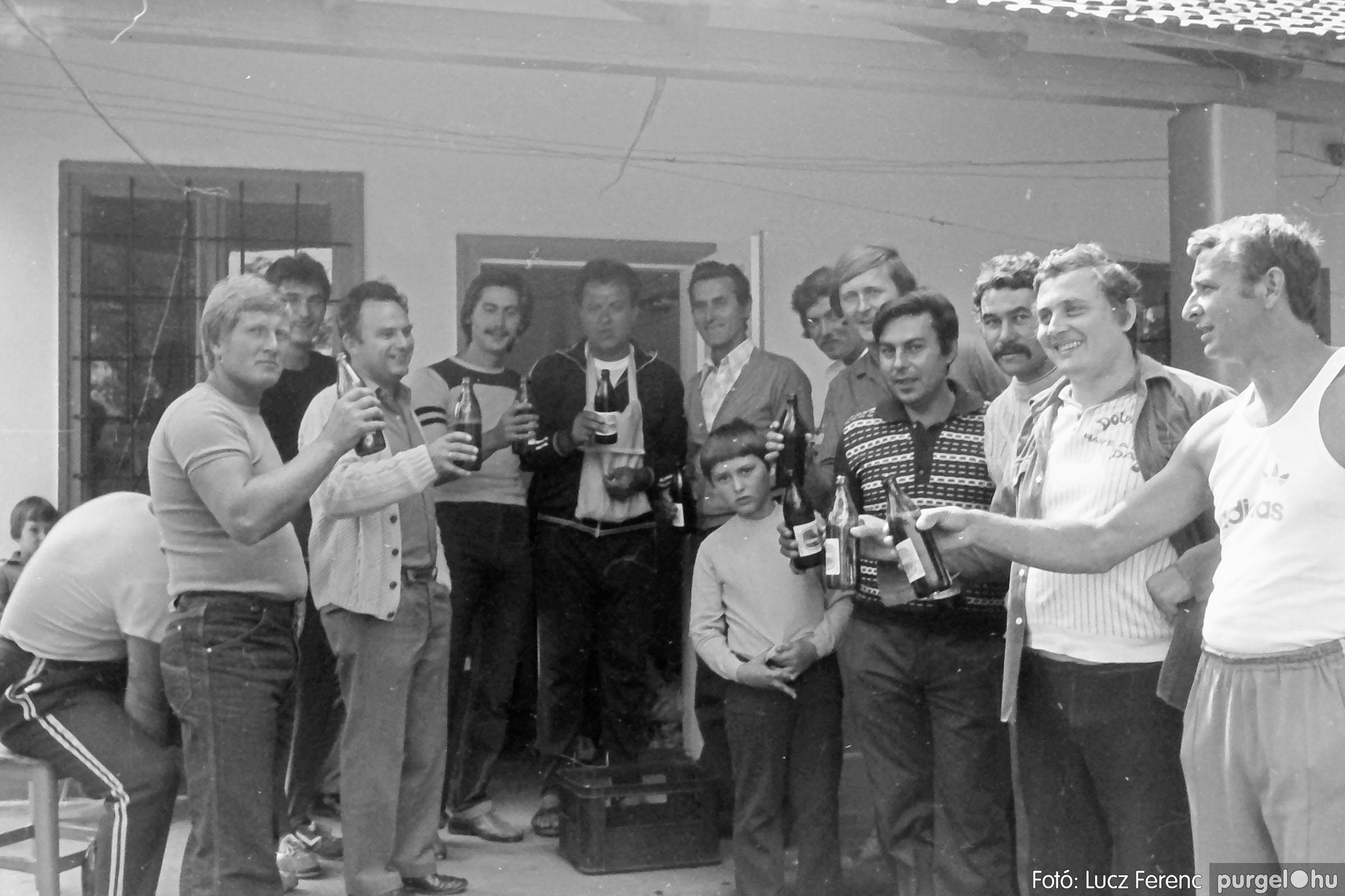 116. 1978. Kötélhúzás a sportpályán 010. - Fotó: Lucz Ferenc.jpg