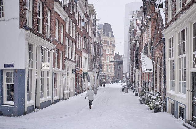 Walking and enjoying the magic of snow in Amsterdam