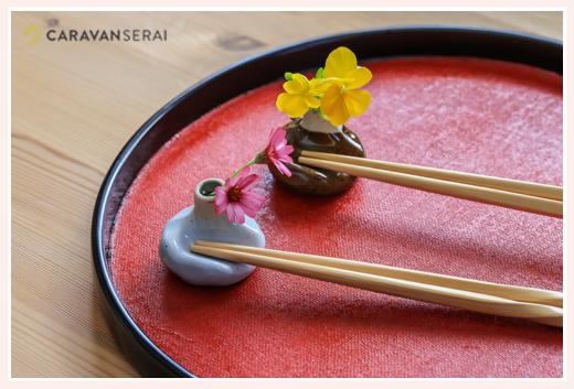 お花を生けられる箸置き ヒシエム水野陶器