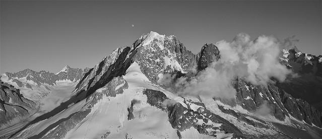 Le massif du mont-blanc vu du ciel