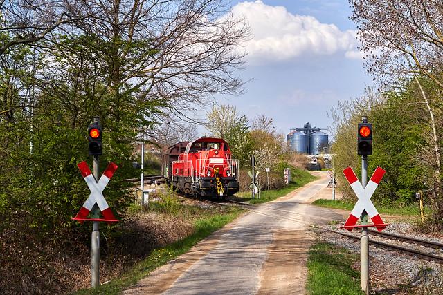 DB Cargo_265 028-1_Derkum 20.04.2021 [Anschlussbedienung Procter & Gamble]