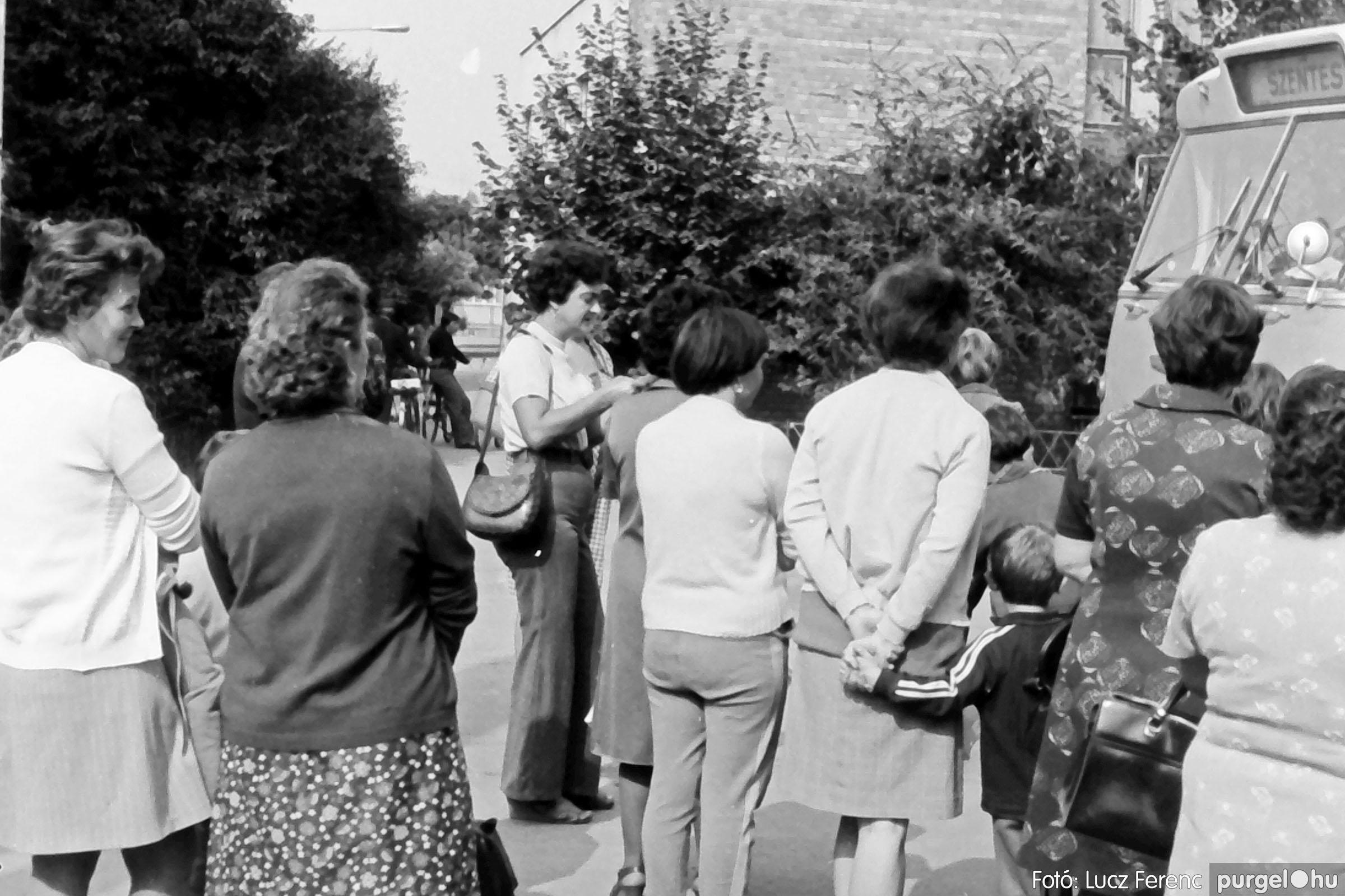 116. 1978. Indulás a nyári táborba 004. - Fotó: Lucz Ferenc.jpg