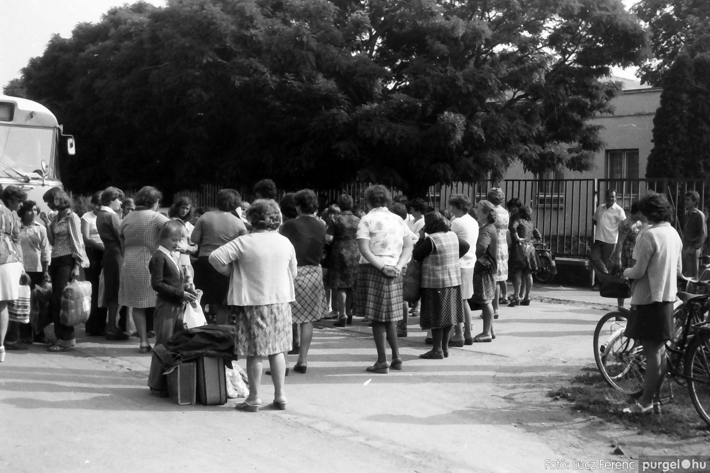 116. 1978. Indulás a nyári táborba 002. - Fotó: Lucz Ferenc.jpg