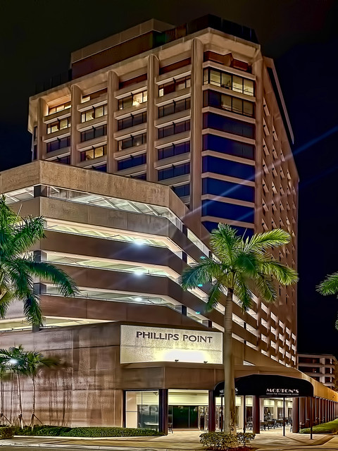 Phillips Point, 777 S Flagler Drive, West Palm Beach, Florida, USA / Built: 1985 / Architect: Hellmuth Obata & Kassabaum / Height East Tower: 155 ft / Height West Tower: 226 ft / Floors: East Tower: 13 / Floors West Tower: 19 / Style: Modernism