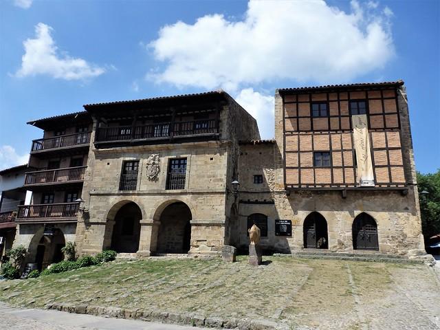 Santillana del Mar - Casa del Águila y la Parra - Cantabria