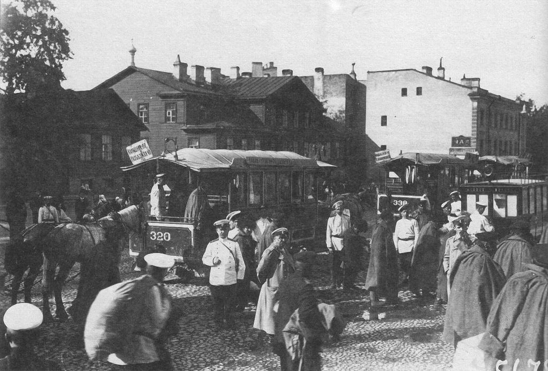 1905. Конки, доставляющие прибывших с Дальнего Востока раненных в Николаевский военный госпиталь