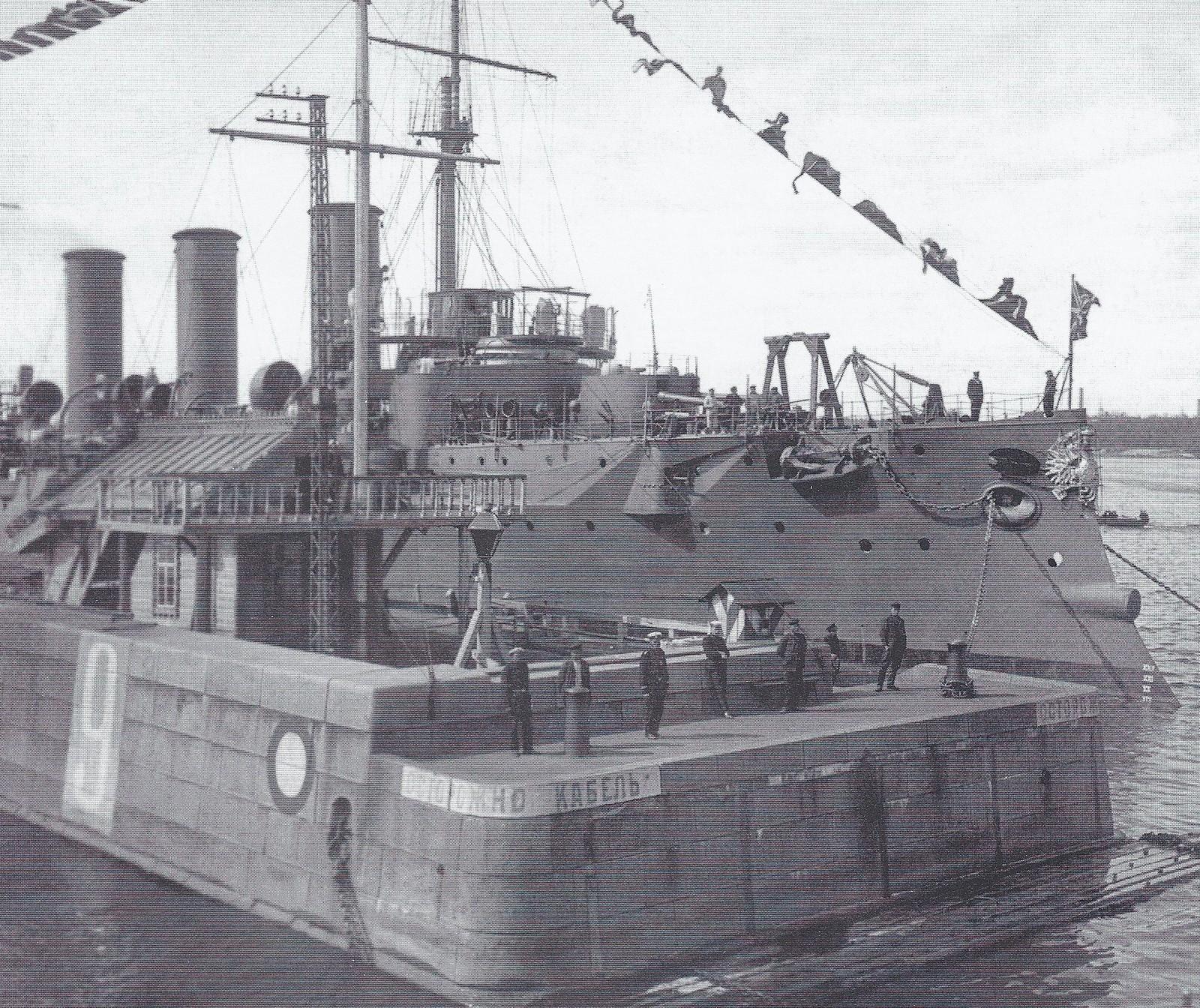 1913. Стенка средней гавани с крейсером «Богатырь». Кронштадт