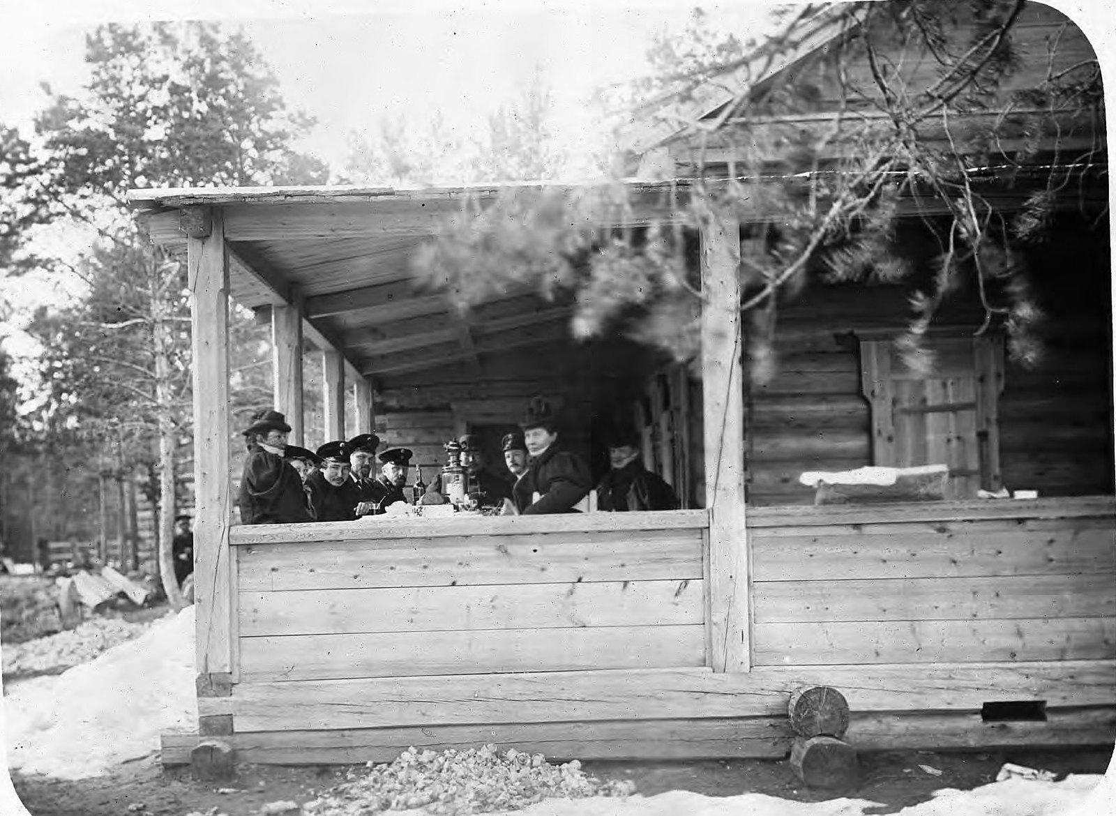 Пассажиры на Якутской станции
