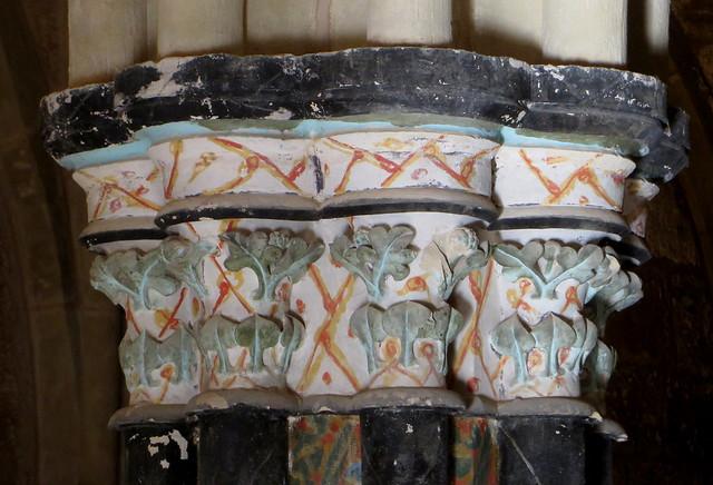 Chapiteau à décor polychrome, salle capitulaire XIIIe siècle, ancien monastère de Piedra, Nuévalos, communauté de Calatayud, province de Saragosse, Aragon, Espagne.
