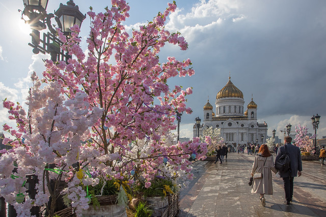 The Cathedral bridge is decorated for Orthodox Easter. Moscow, Russia. May.2021 (0U4A2703)