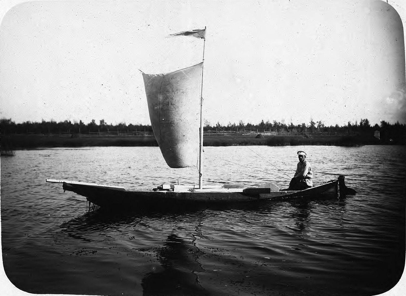 Парусная лодка на Лене