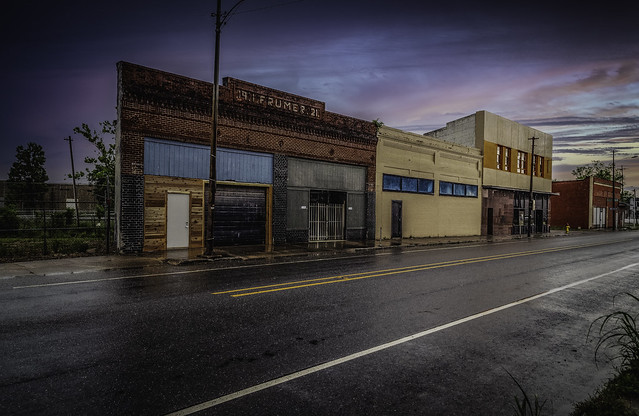 Lonely Texas Avenue in the rain