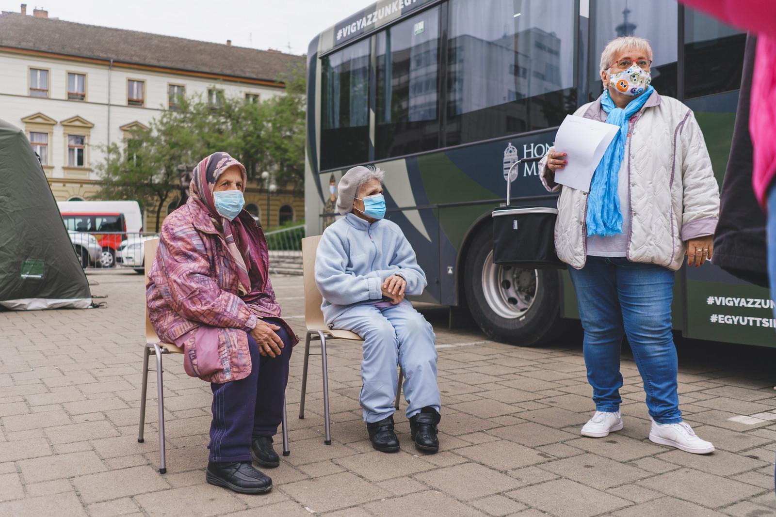A város közepén, nagy zöld buszokban is oltanak már Szegeden
