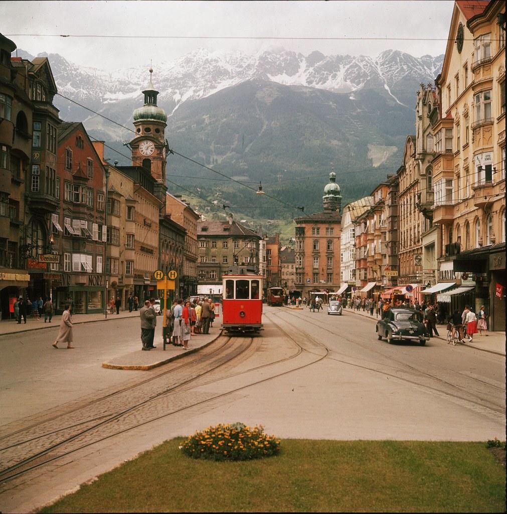 60. Трамвай на улице Мария-Терезиен-штрассе в Инсбруке