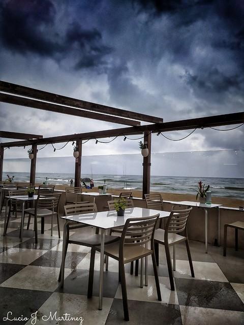 Playa de Gavà. Barcelona. Desayuno frente al mar.