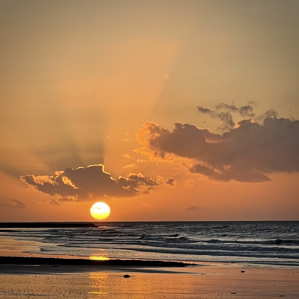 Coucher de soleil sur la côte de nacre, Normandie, France