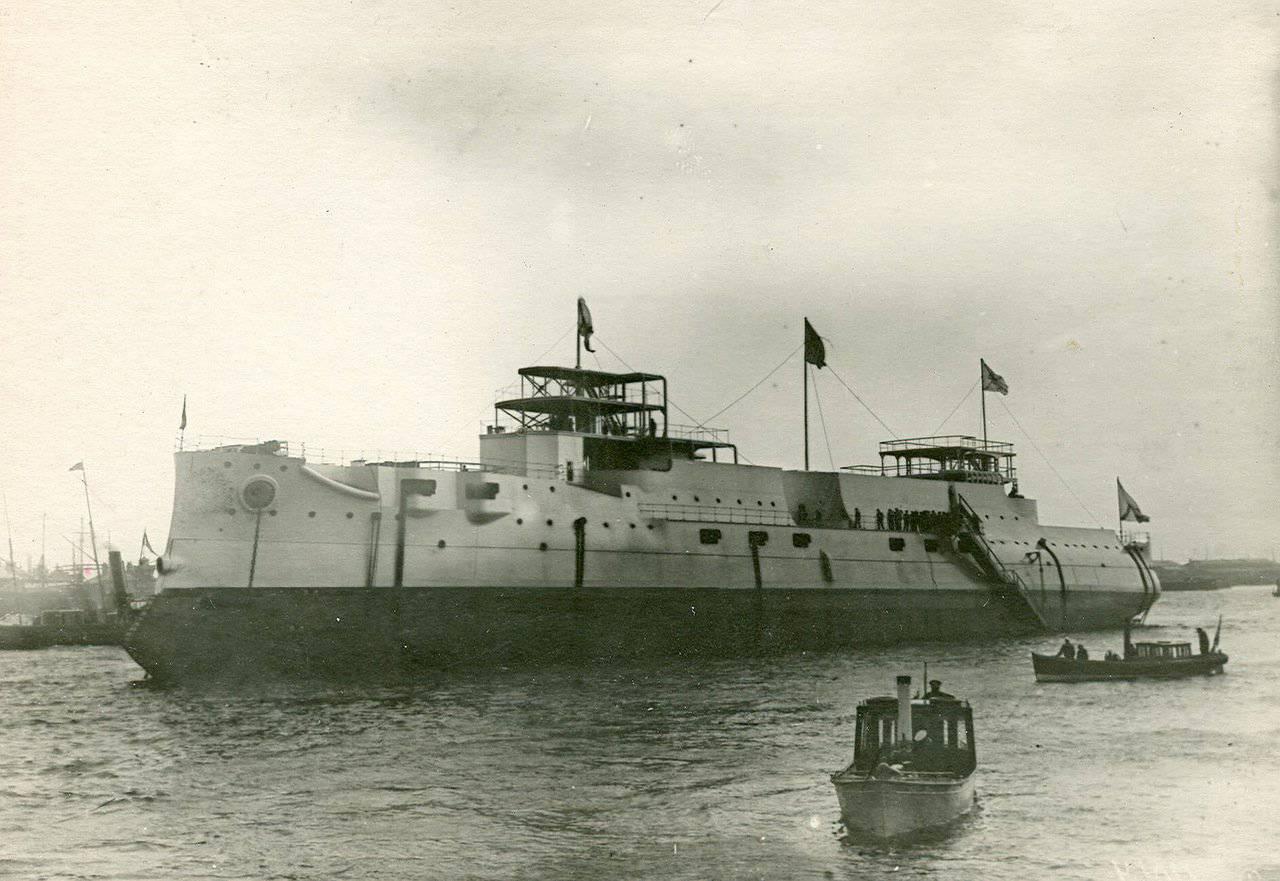1901. Броненосец «Император Александр III» после спуска на воду. 21 июля