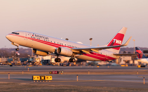 minneapolisstpaulinternationalairport kmsp msp mspairport americanairlines speciallivery twa boeing b738 737800 737823 sunset takeoff avgeek