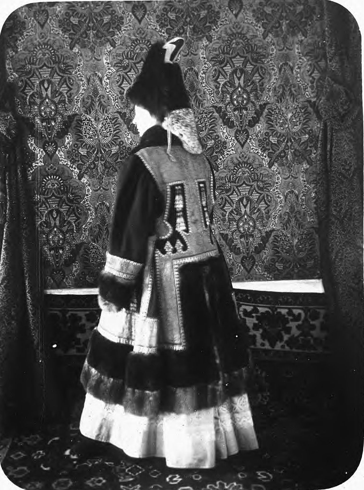 Якутская женщина в праздничном наряде.