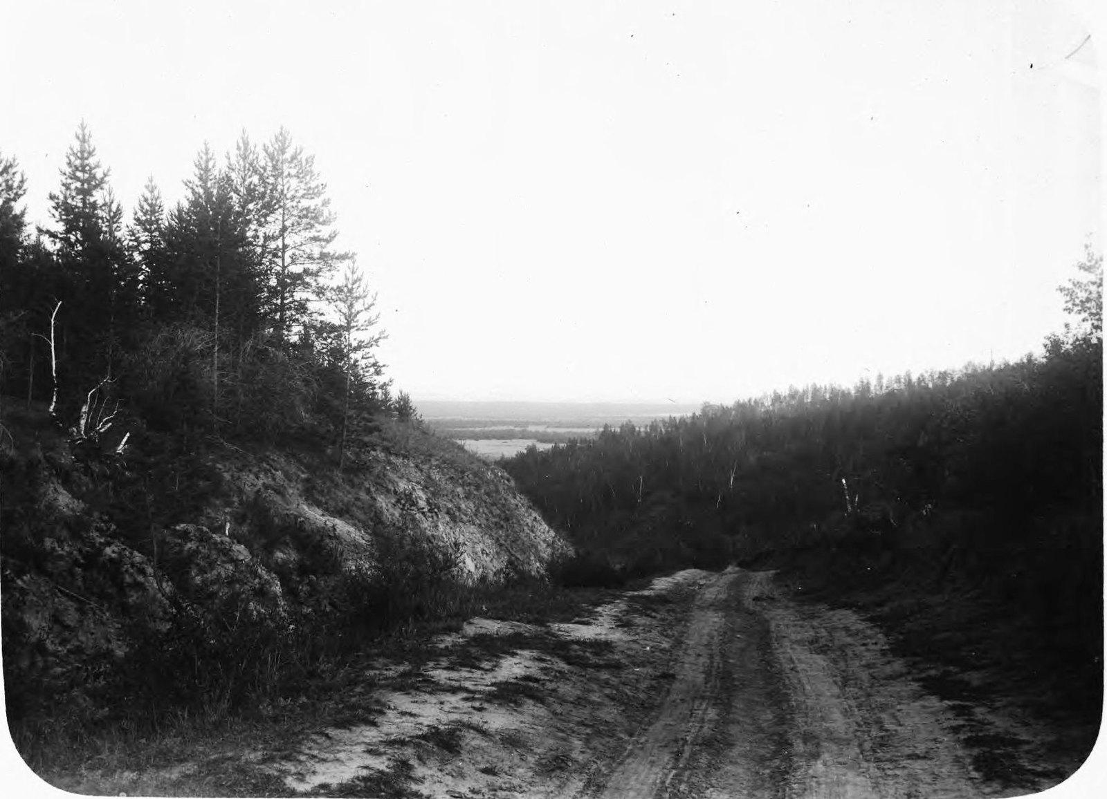 Спуск с Вилюйского тракта в долину Туймаада