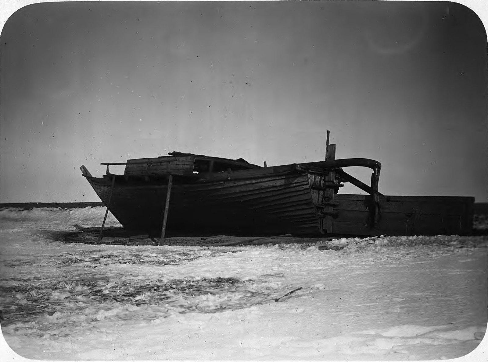 Ленский берег. Лодка
