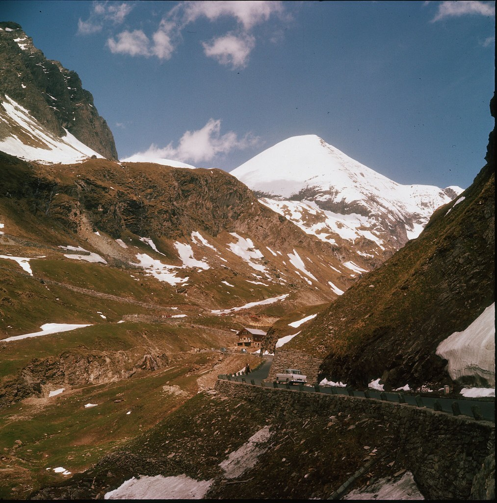 42. Высокогорная дорога Гросглоккнер.  Она соединяет земли Зальцбург и Каринтия. Проходит по национальному парку Высокий Тауэрн