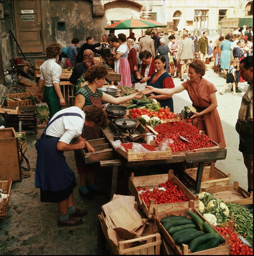 32. Покупка овощей на рынке в Кремсе-на-Дунае, Нижняя Австрия