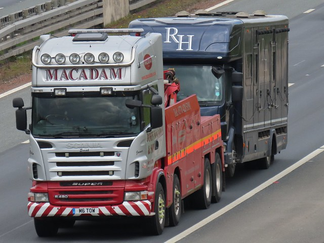 John Macadam & Son, Scania R420 (M6TOW) On The A1M Southbound