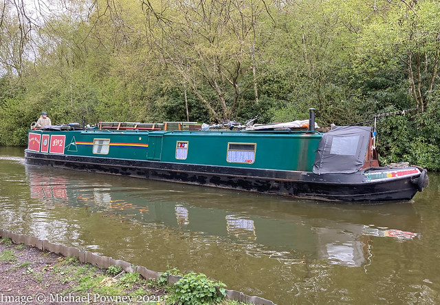 Annie Rose (51904) - on the Macclesfield Canal at Poynton