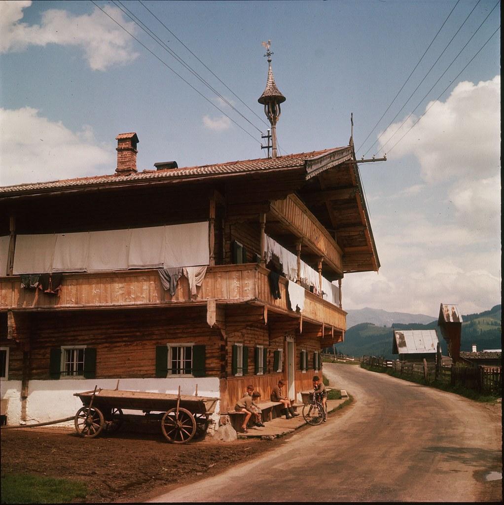 56. Типичный дом в городке Кицбюэль в Тироле