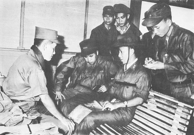 Vietnam War 1964 - Nguyen Van Thieu dirige une opération militaire à Phu Quoc