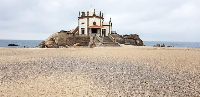 Capela do Senhor da Pedra em Arcozelo (Portugal) Conhecida também como Igreja da Praia!