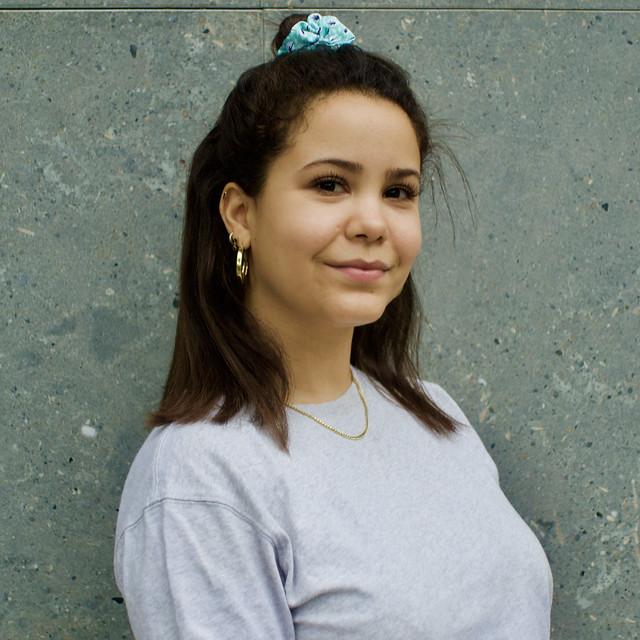 Melissa, viu a Barcelona. Molt amable em va permetre fer-li unes poques fotos. Captura: Carrer Taquígraf Serra, Barcelona.