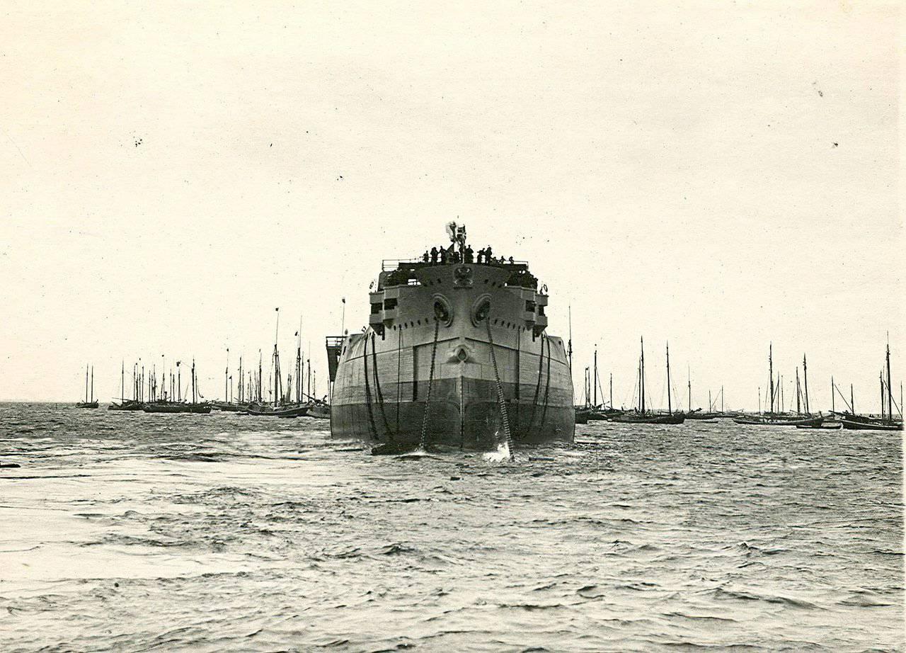 1907. Спуск на воду броненосца «Император Павел I». 25 августа